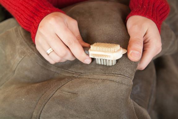 Чем почистить натуральную кожу в домашних условиях